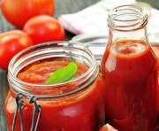 Красителя в томатной пасте быть не должно