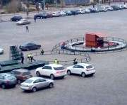 В Харькове сажают новогоднюю елку