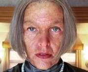 Милла Йовович предстала в образе старухи