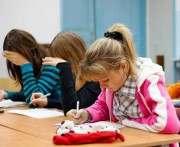 Кабмин предлагает учить школьников 12 лет