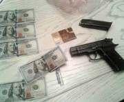 Харьковских фискалов задержали на крупной взятке: фото-видео-факты