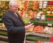 Пожилым людям пару раз в неделю можно побыть вегетарианцами