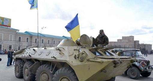 Харьковчане реанимировали «раненый» БТР для украинских бойцов: фото-факт