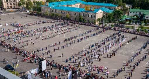 Харьковчане таки станцевали супер-мега-вальс