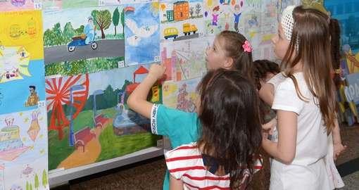 Юные харьковчане нарисовали межгалактическую почту
