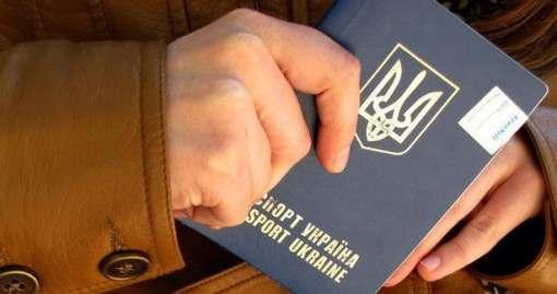 Коррупция на марше: в Харькове чиновники отказываются оформлять загранпаспорта за 170 гривен
