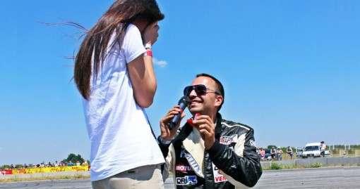 Харьковский автогонщик устроил любовную сцену прямо на соревнованиях: видео-факт