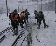 Железнодорожники сражаются со снегопадом