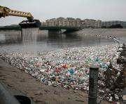 Пластиковый мусор скоро превысит количество рыбы в море