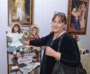 Харьковчанка возвращает к жизни антикварные куклы