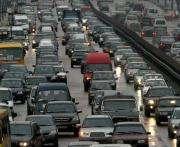 Движение автомобилей по проспекту Гагарина в Харькове парализовано