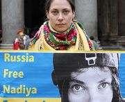 В Харькове 250 человек пикетируют консульство РФ с требованием освободить Надежду Савченко