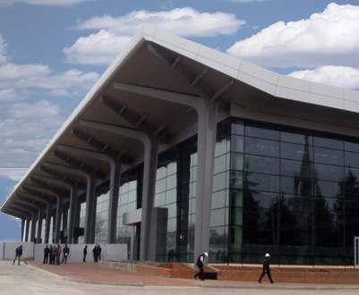 В харьковском аэропорту появились зарядные станции для электрокаров