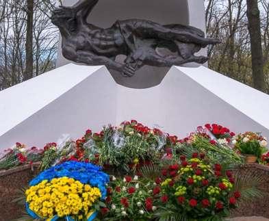 В Харькове начали реконструкцию памятников чернобыльцам