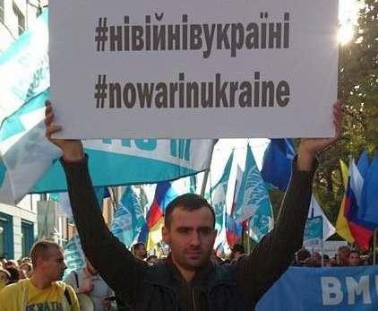 Харьковские студенты требуют окончания военного спектакля: видео