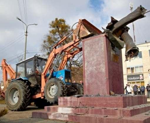В Харьковской области снесут 180 памятников за пять дней