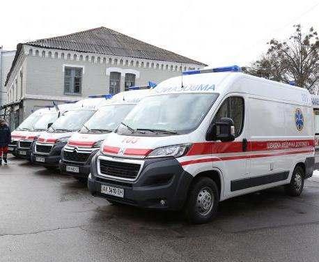 На закупку «скорых» и оборудования для областных больниц направят 40 миллионов