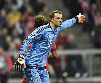 «Бавария» продлила контракт с Ноейром