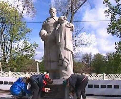 Полиция нашла вандала, осквернившего в Харькове братскую могилу