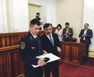 Харьковский горсовет наградил машиниста, предотвратившего гибель троих людей
