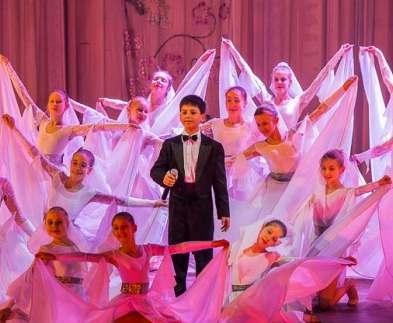 В харьковской опере приютили целый город