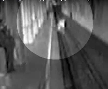 Женщину, бросившуюся с детьми под поезд, арестовали