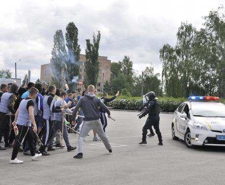 Полицейские подготовились к международному футбольному матчу в Харькове