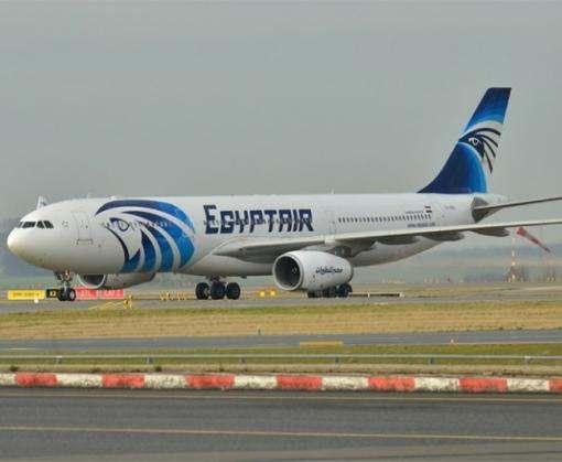 Самолет EgyptAir с пассажирами на борту исчез по пути из Парижа в Каир