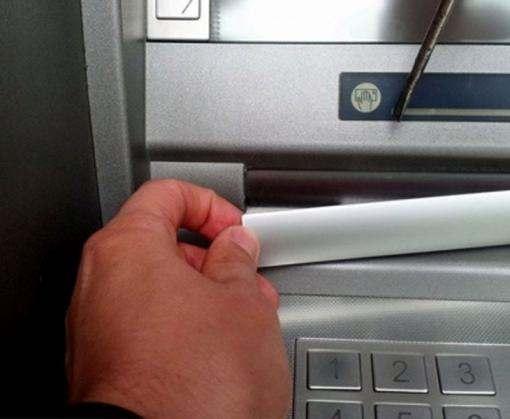 Харьковчанина поймали на краже денег из банкомата