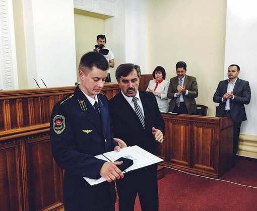 Харьковский герой-машинист получил грамоту