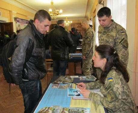 Из Харькова в вооруженные силы отправили 1200 контрактников