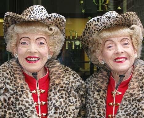 Ученые объяснили долголетие близнецов