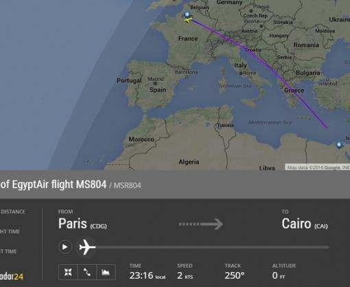 В районе крушения лайнера EgyptAir обнаружили первые останки погибших