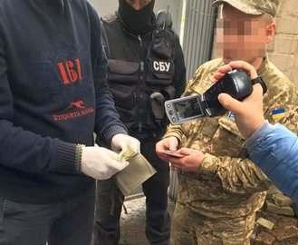 Сотрудника военкомата в Харькове поймали на взятке