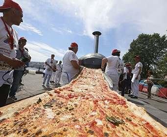 В Италии сделали самую длинную в мире пиццу