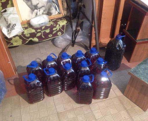 Житель Чугуева поил земляков фальсифицированными водкой и коньяком