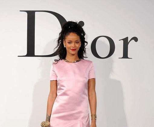 Рианна выпустила коллекцию солнцезащитных очков для Dior