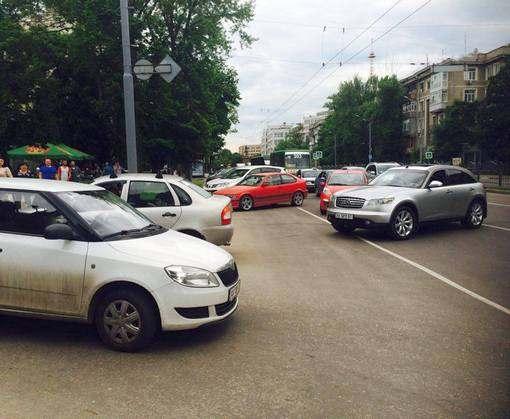 В Харькове перекрыли проспект Науки: фото-факты