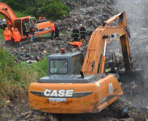 При тушении пожара на свалке под Львовом погибли спасатели