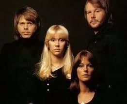 Впервые за 30 лет участники ABBA выступили вместе: фото-факт