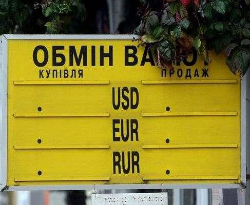 Украинцы в мае продали валюты почти в 10 раз больше, чем купили