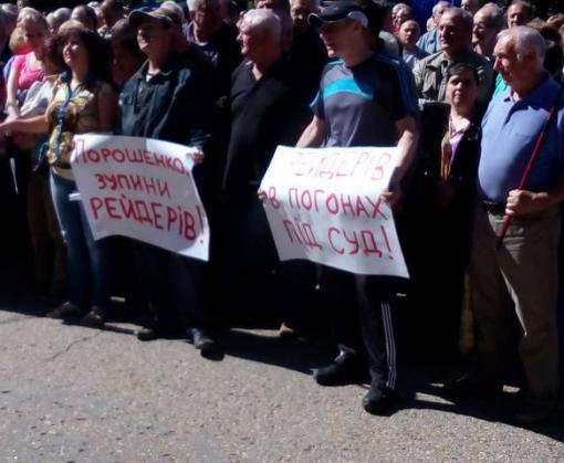 Рабочие требуют от Порошенко и Райнина спасти ХТЗ