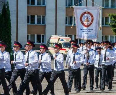 В университете гражданской защиты прошел выпуск молодых специалистов