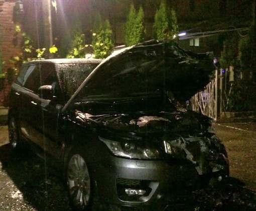Происшествие в Харькове: на Салтовке сожгли два элитных автомобиля