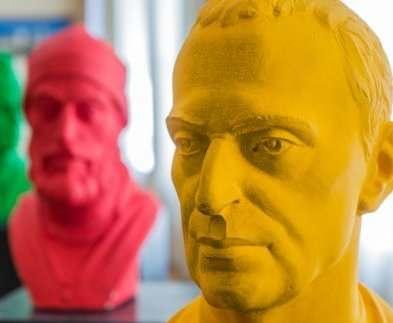 В Харькове открылась выставка скульптур для слабовидящих