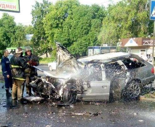 ДТП в Харькове: Audi и автобус столкнулись лоб в лоб