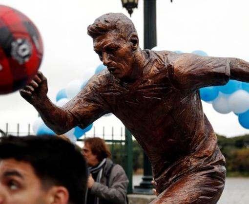 В Буэнос-Айресе установили статую Месси