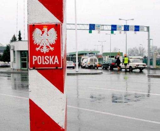 Люди заблокировали дороги в Польшу из-за ужесточения пропускного режима