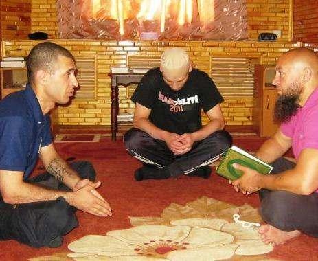 Харьковские заключенные совершили намаз