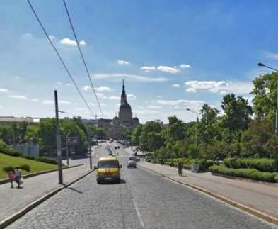 В Харькове на Соборном спуске запретят движение транспорта